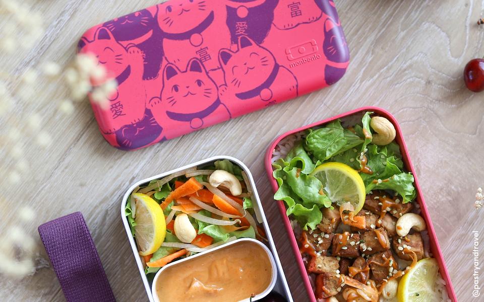 Thai salad seasoned with peanut sauce